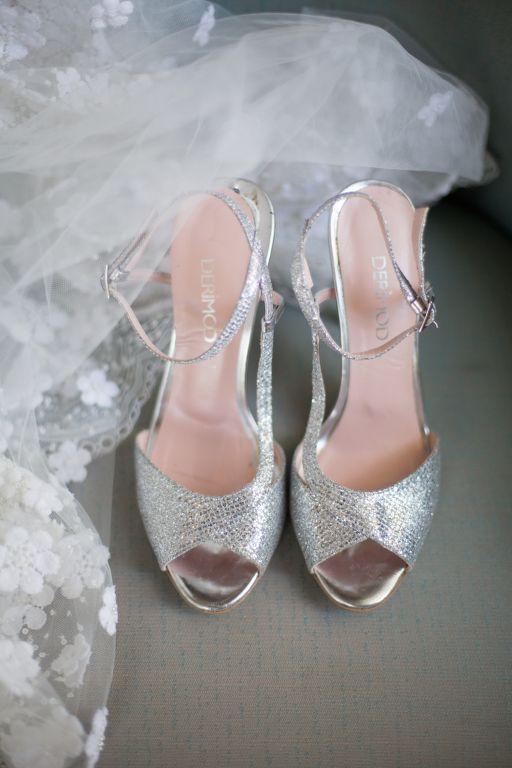 dugun-gelin-gelinlik-modelleri-damat-damatlik-smokin-gelin-ayakkabisi-deriden