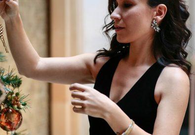 yeni-yilda-sevgiliye-hediye-onerileri-elbise-siyah-kadife-trendyol-milla