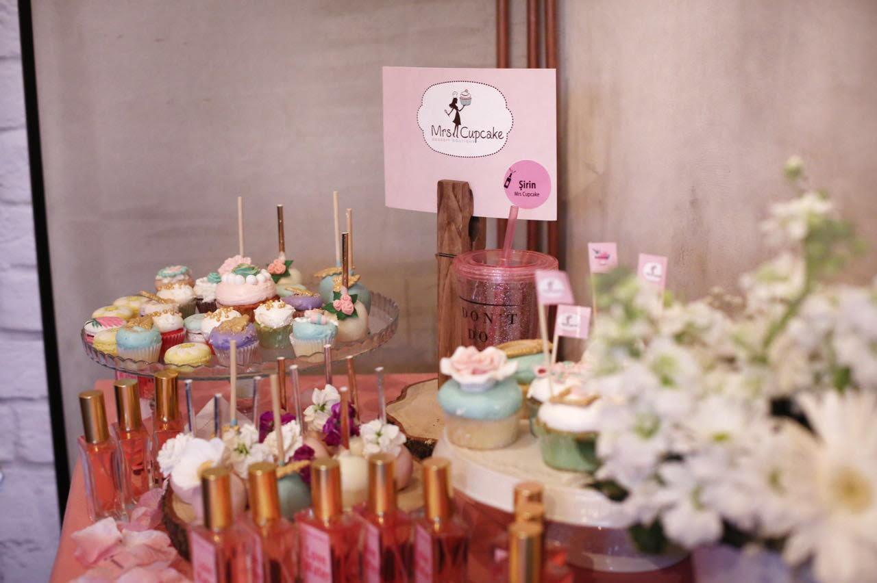 pembe-sampanya-lansman-mrs-cupcake